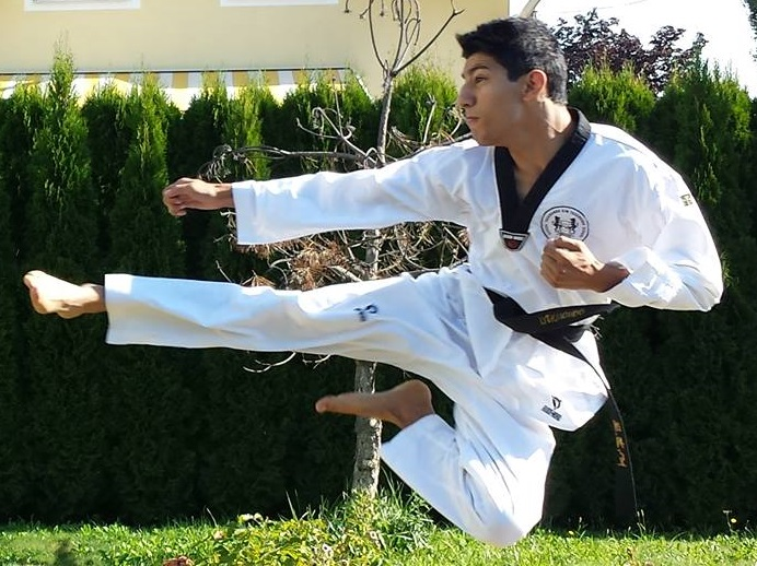 Meister Mustafa Ayni - Flying Side Kick